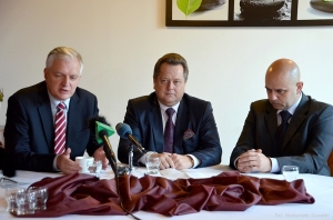 Na zdj: Jarosław Gowin, Jarosław Zieliński i Grzegorz Gorlo.