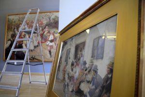 """Dwa dni przed otwarciem wystawy """"Egzotyczna Europa"""" w Muzeum Okręgowym w Suwałkach."""