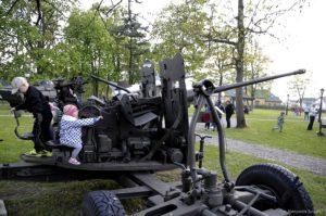 Wystawa przed Klubem Wojskowym.