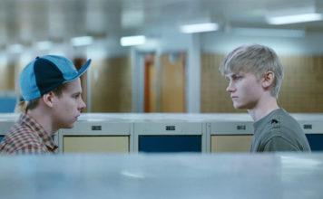 Scena z filmu Intruz